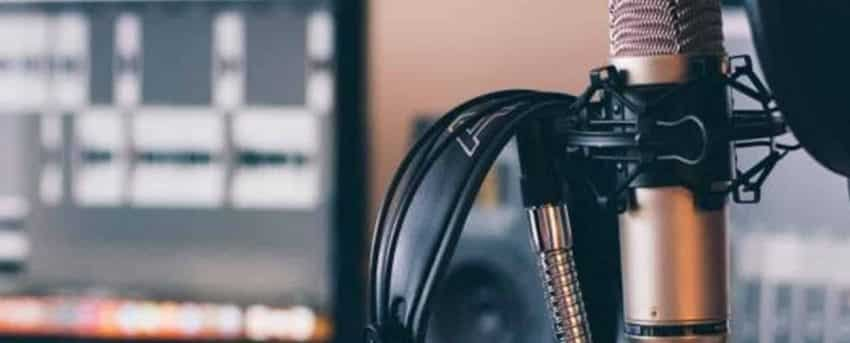 Blog vs Youtube vs Podcast: which is best for your business?